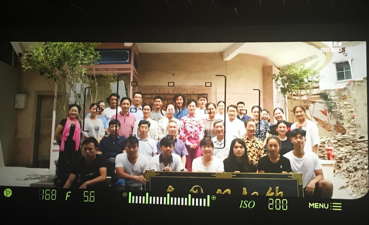 深纺集团党委组织党员群众观看改革开放四十周年主题电影《照相师》